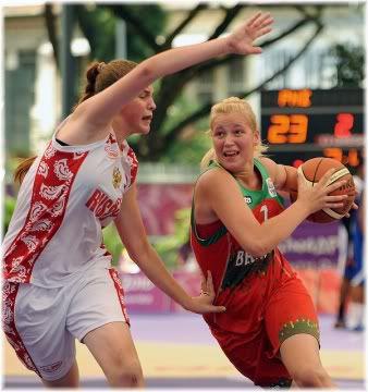 women playing basketball
