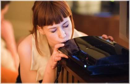 girl kissing playstation 3.